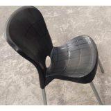 Cadeira Plástica com Pés de Aço – Montes Claros