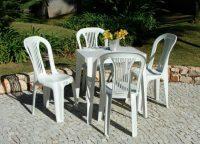 Jogo de Mesa Quadrada e Cadeiras Tipo Bistrô Plásticas