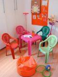 Conjunto Infantil Mesa e 4 Poltronas Plásticas
