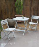 Conjunto Mesa Plástica Ripada e Cadeira Ripada Dobráveis –  Branca